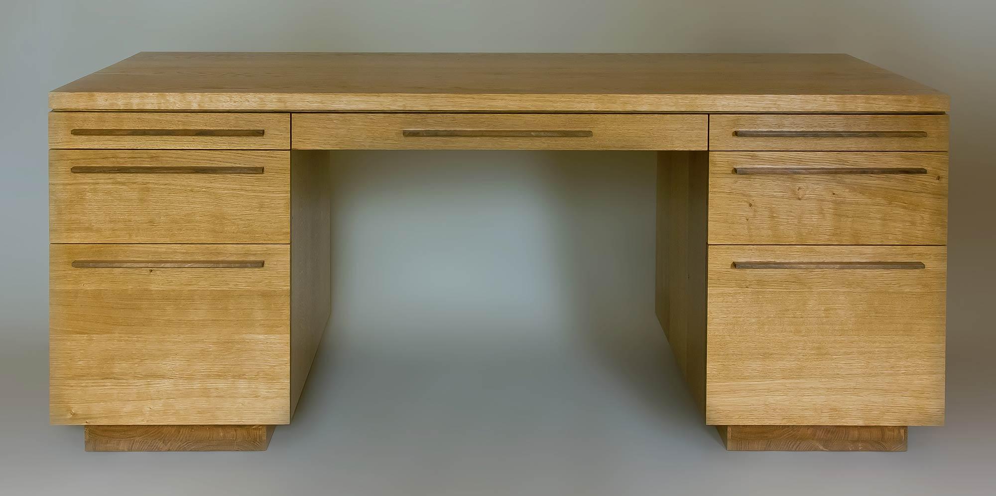 Desk in oak and walnut