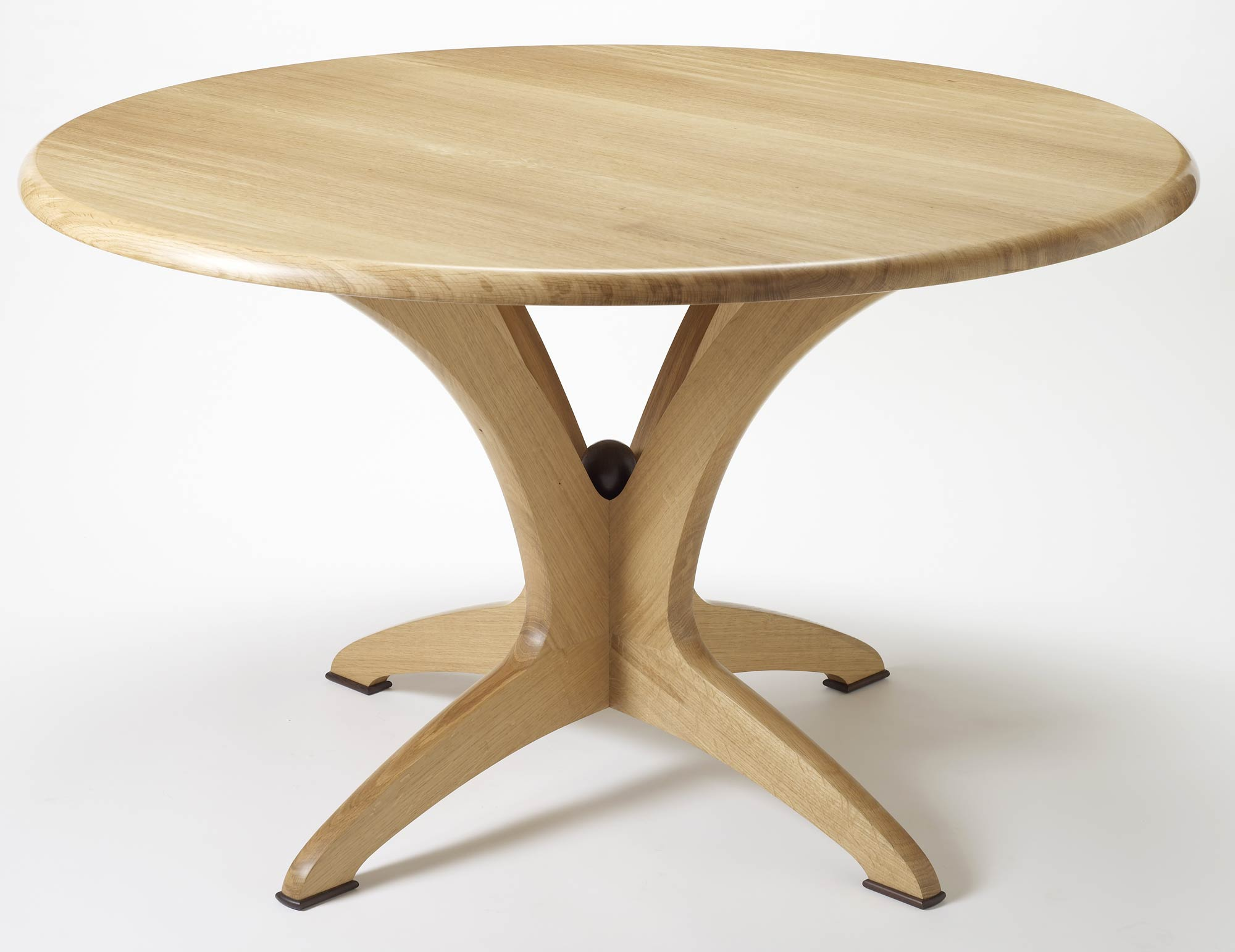 Bespoke round dining table in solid oak makers 39 eye for Circular dining table